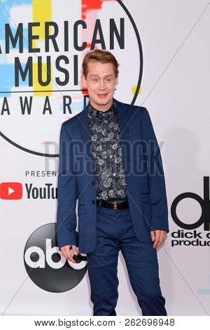 LOS ANGELES - OCT 9:  Macaulay Culkin at the 2018 American Music Awards at the Microsoft Theater on October 9, 2018 in Los Angeles, CA