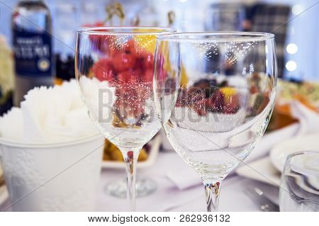 Luxury Elegant Table Setting Dinner In A Restaurant. Stemwares On A Festive Beautifully Decorated We