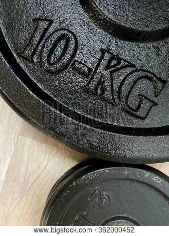 Black Metal 10kg Weightlifting Plate For Power Training