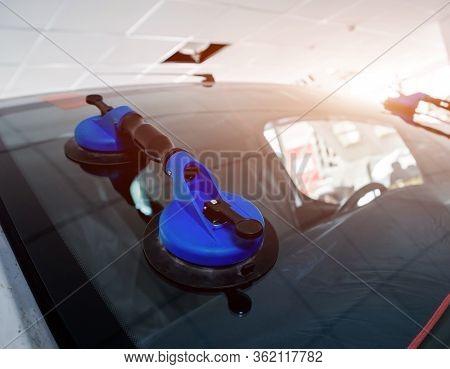 Automotive Glazier Equipment For Replace Windscreen. Auto Service Station