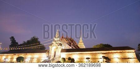 Photo Wat Phra That Lampang Luang Light Gold Beautiful In Sky Night,asian Tourist Traditional Lanna