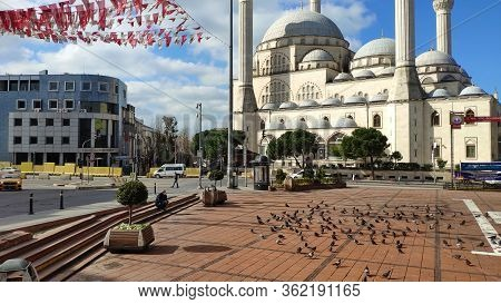 Istanbul - Mar 11, 2020: Maltepe Mosque Square. Empty Streets On Day 1 Of The Lockdown Due To The Co
