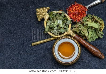 Wonderful Thai Herbal Tea With Dried Pandan Herb, Indian Marsh Fleabane And Safflower With Honey On