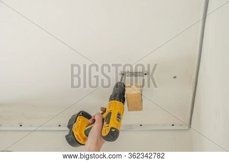 Installation Of Ceiling Curtains. Niche For Stretch Ceiling. Preparing For Installation Of A Stretch