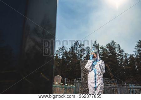 Cemetery Person Victim Death Virus Grave Relative