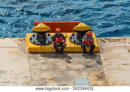 Cozumel, Mexico - April 24, 2019: Mooring Gang And Port Workers Awaiting Mooring Operation In Port O