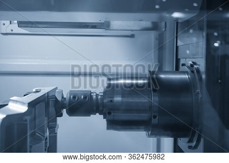 The Horizontal  Cnc Milling Machine Rough Cutting  The Injection Mold Parts By Face-mill  Tools. The