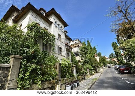 Brasov, Romania - July 20, 2019: Green View On Brasov City, Romania. Street Of Brasov City In Romani