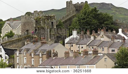 A Family On The City Wall, Conwy