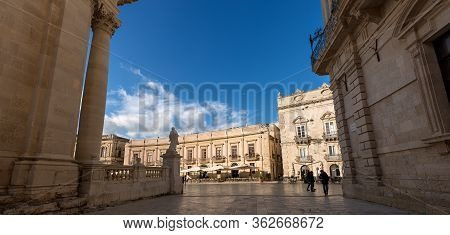 Ortygia Island, Syracuse, Italy - Dec 9, 2017: Cathedral And Minerva Square In Downtown Of The Ortyg