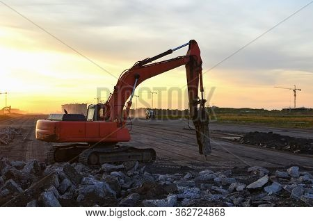 Hydraulic Breaker Hammer For The Destruction Of Concrete And Hard Rock At The Construction Site. Exc