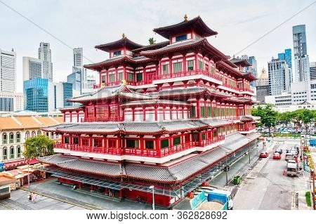 Chinese Temple In Singapore Chinatown
