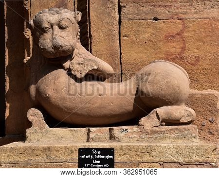 Gwalior, Madhya Pradesh/india - March 15, 2020 : Sculpture Of Two Elephant Built In 12th Century A.d