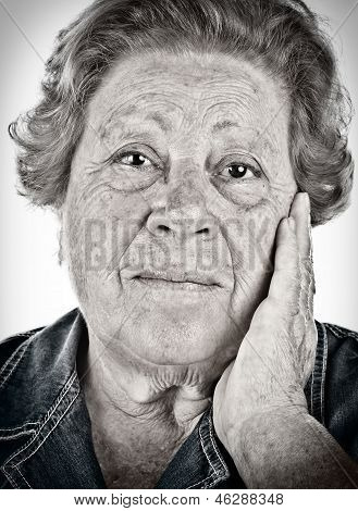 Face Of An Old Woman - Black And White Portrait With Dragan Effect