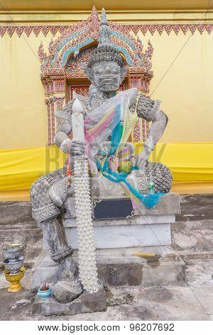 daemon king statue