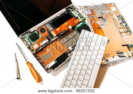 Repair Set The Broken Laptob (netbook)