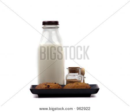 Ernährung - Milch und Kekse