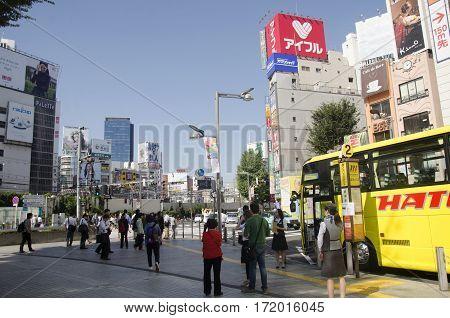 Sky Bus Tokyo For Tour Around Tokyo City Stopping Waitk Travelers People At Biside Road In Shinjuku