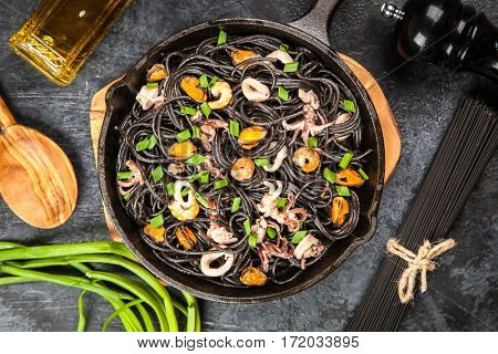 Black spaghetti with seafood