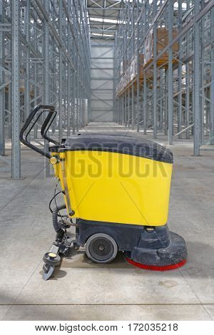 Walk Behind Scrubber Machine For Cleaning Floor in Warehouse