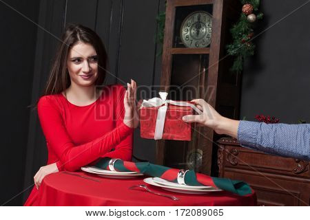 Shy woman refuses gift in restaurant