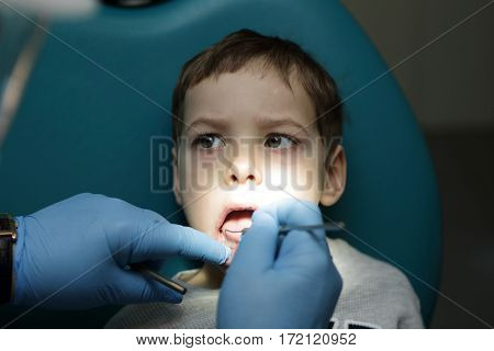 Kid has first visit to a dentist