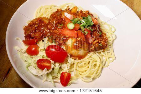The spaghetti tomato souce with pork .