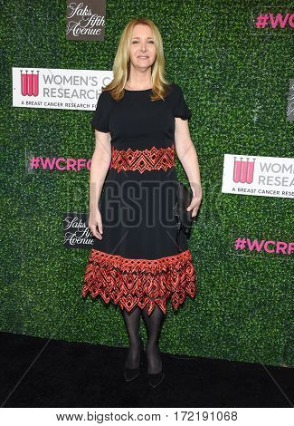 LOS ANGELES - FEB 16:  Lisa Kudrow arrives for the An Unforgettable Evening on February 16, 2017 in Beverly Hills, CA