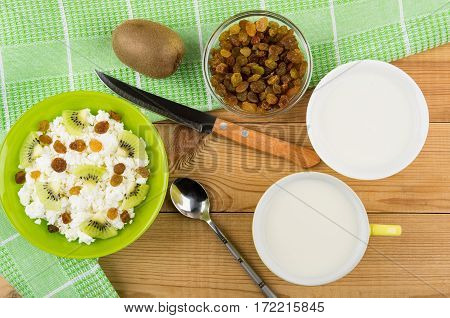 Glass Bowl With Cottage Cheese, Raisins And Slices Of Kiwi