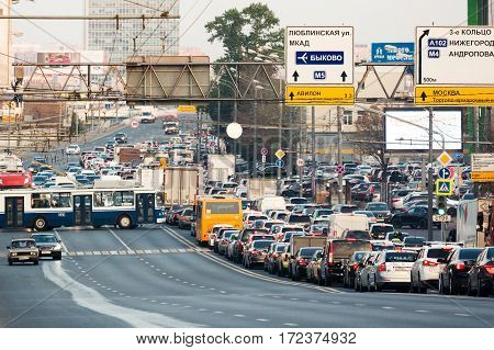 MOSCOW - SEPTEMBER 23 2015: Traffic jam on Volgogradsky avenue. This street is one of the most crowded in the city