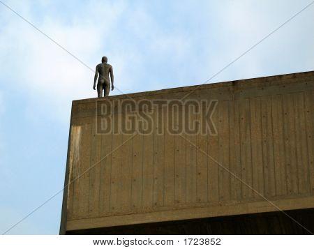 Figure On Building3
