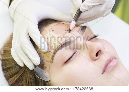 Mikrobleyding eyebrows workflow in a beauty salon