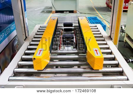 The Belt Semi - Auto Strapping machine