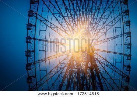 Big ferris wheel with cloudy sky,bleu toned.