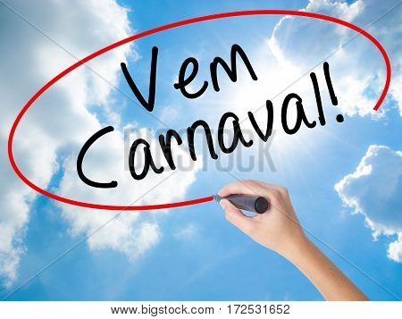 Woman Hand Writing Carnival Is Coming (in Portuguese) With Black Marker On Visual Screen