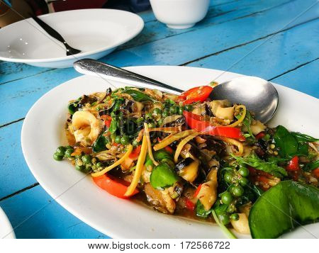 This dish is a fried herbal vegetables with Mussel clams and scallop. หอยผั