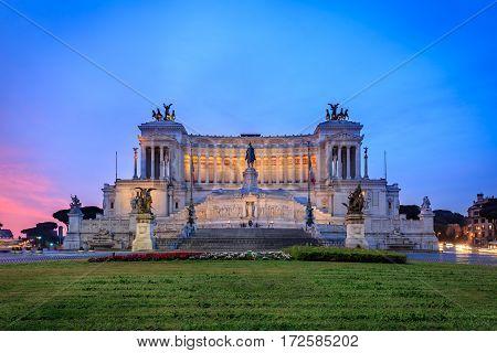Vittoriano, Monumento Nazionale a Vittorio Emanuele II  in sunset