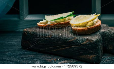 Sandwiches of bran bread with cottage cheese. Fresh fruit toppings