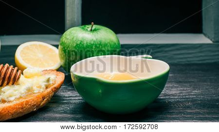 Honey, green apple and lemon. Sandwich of wholemeal bread with cottage cheese