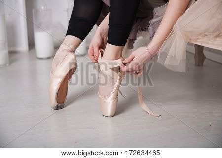 Knotted Ribbons On Pointe
