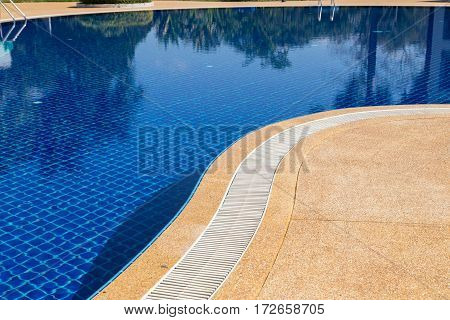 the swimming pool edge overflow drain grating