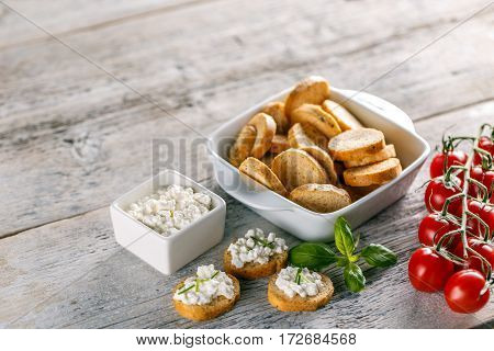 Cottage Cheese With Whole Wheat Rolls