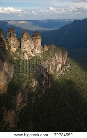 The Three Sisters rock formation in the Blue mountains