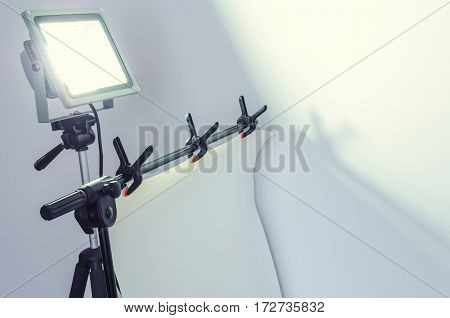 LED spotlight and devices for taking pictures in bright colors