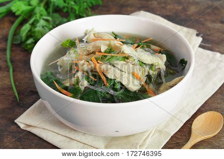 chicken soup with ivy gourd and vermicelli