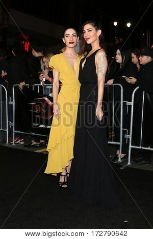 LOS ANGELES - JAN 19:  Lisa Origliasso, Jess Origliasso at the