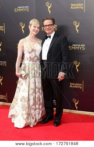 LOS ANGELES - SEP 10:  Tracy Scolari, Peter Scolari at the 2016 Creative Arts Emmy Awards - Day 1 - Arrivals at the Microsoft Theater on September 10, 2016 in Los Angeles, CA