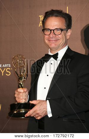 LOS ANGELES - SEP 11:  Peter Scolari at the 2016 Primetime Creative Emmy Awards - Day 1 - Press Room at the Microsoft Theater on September 11, 2016 in Los Angeles, CA