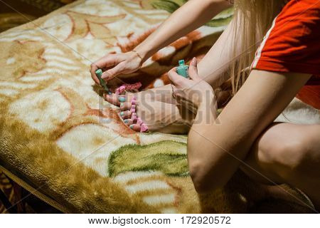 The Girl Paints Nails