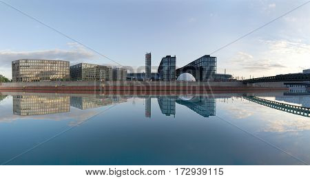 Panoramic View To River Spree And  Berlin's Main Railway Station - Hauptbahnhof